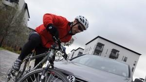 Radler ohne Helm muss Teil des Schadens zahlen