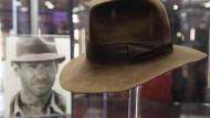 """Ist einem Sammler fast eine halbe Million Euro wert: Der Filzhut von """"Indiana Jones"""" Harrison Ford."""