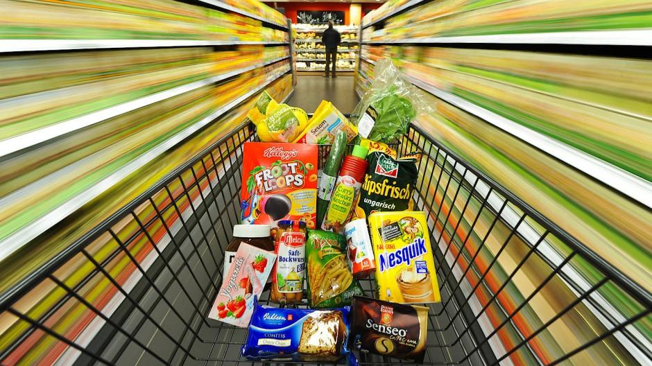 Wenn der alltägliche Warenkorb teurer wird, steigen die Umsätze von Konsumgüterkonzernen.