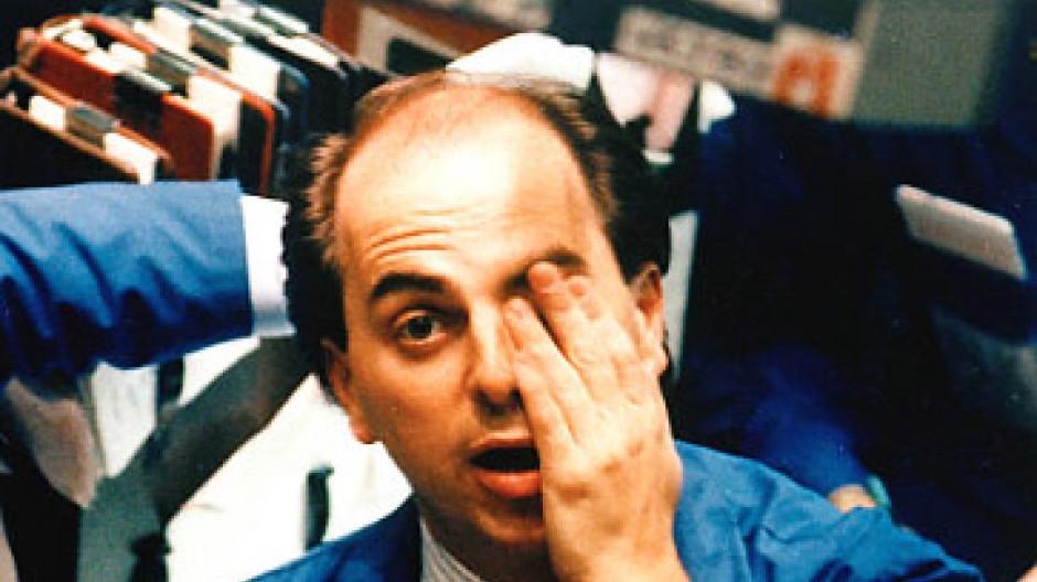 Der Schock nach dem Börsenkrach vom 19. Oktober 1987 sitzt tief: Dieser Händler an der New Yorker Börse kann es kaum fassen