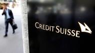Die Credit Suisse warnt vor einem Wettbewerbsnachteil durch Negativzinsen.