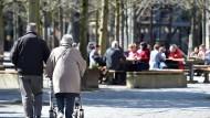 Die heutige Rentnergeneration hat es bei der Kalkulation der Altersbezüge einfacher.