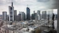 Unter Wolken: Blick auf das Frankfurter Bankenviertel