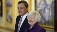 Notenbankpräsidenten Draghi und Yellen: Mächtig oder ohn-mächtig?