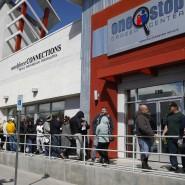 Warteschlange vor einem Jobcenter in Amerika