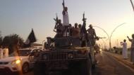 Kämpfer der Terrorgruppe Islamischer Staat in Mosul, im Juni.