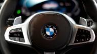 BMW belastet den Dax.