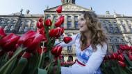 Noch heute feiert man in Amsterdam den Tulpentag auf dem Damrak. Dort befand sich schon seinerzeit die Börse.