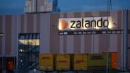 Der Modehändler Zalando ist gut im Geschäft - doch mit den Erträgen dürfte es schwierig werden