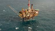 Eine Ölplattform von Shell in der Nordsee. Die Aktie des Unternehmens spürt die Brexit-Folgen nicht.