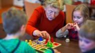 Betreutes Wohnen oder Pflegeheim - viele Menschen versuchen in den eigenen vier Wänden alt zu werden.