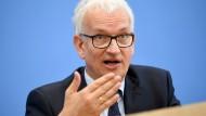 Jürgen Resch, Bundesgeschäftsführer der Deutschen Umwelthilfe auf einer Pressekonferenz