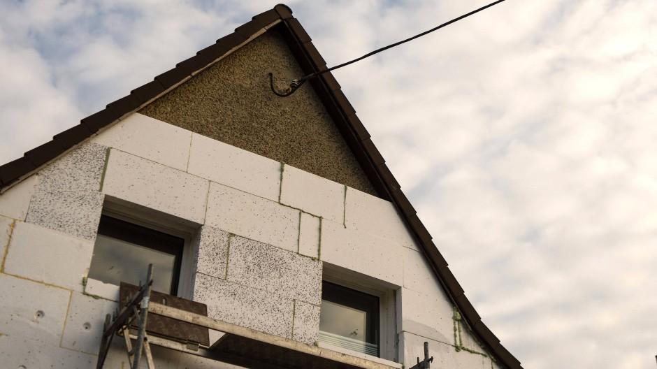 Umbau eines Eigenheims: Die Verschuldung von Immobilieneigentümern steigt