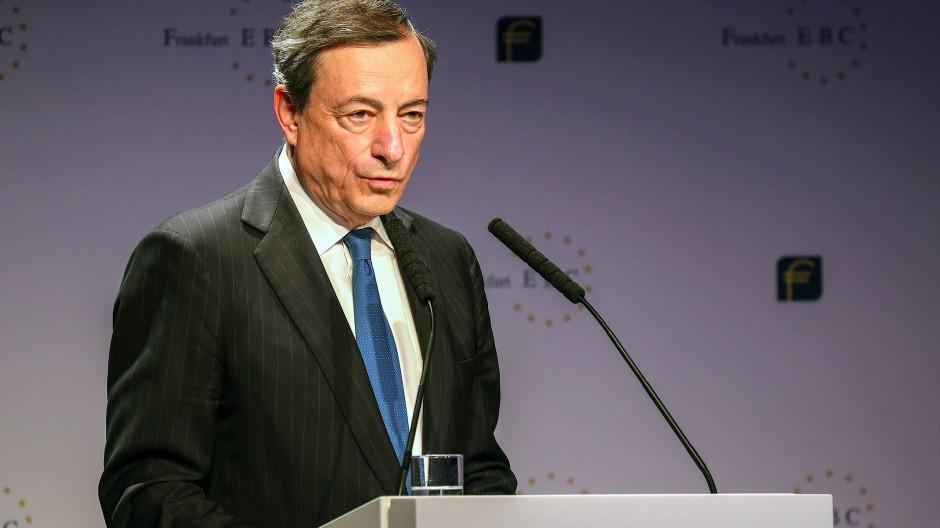 Mehr als vier Jahre ist es jetzt her, dass Mario Draghi, der Präsident der Europäischen Zentralbank, Negativzinsen für Einlagen von Banken bei der Notenbank eingeführt hat.