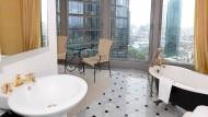 Goldene Wasserhähne: Im Appartementhaus Eurotheum in Frankfurt ist Luxus Standard.