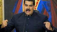 Venezuelas Präsident Maduro gebärdet sich gern als starker Mann. Anleger aber sind verwirrt.