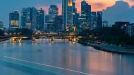 Die Skyline der Bankenmetropole Frankfurt: Die deutschen Banken haben vergangenes Jahr fast ein Drittel weniger verdient.