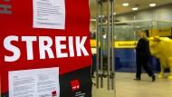 Bei der Postbank droht Streik