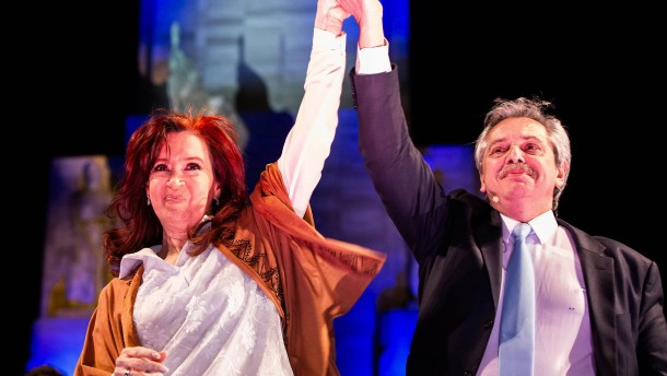 Fitch und S&P stufen Argentinien herunter