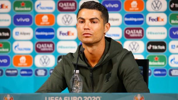 Ronaldo will lieber Wasser statt Cola