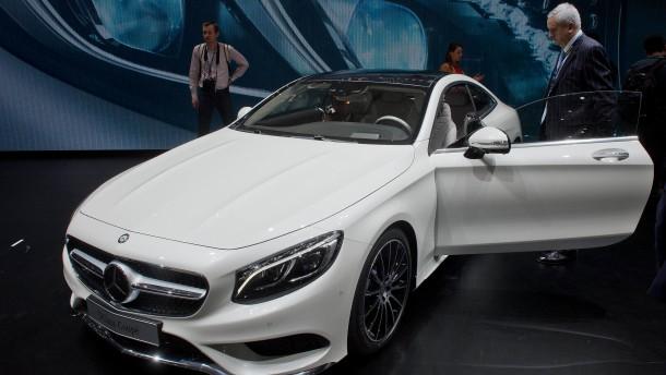 Erfolg der S-Klasse treibt Daimler-Aktien