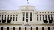 Amerikas Notenbanker sehen die wirtschaftliche Entwicklung unter Trump langfristig skeptisch.