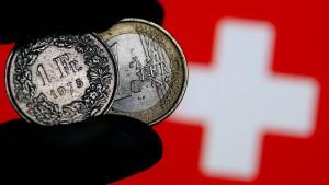 Schweizerische Notenbank stemmt sich gegen starken Franken