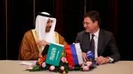 Ein einig Volk von Förderkürzern: Die Energieminister Saudi-Arabiens und Russlands Khalid al-Falih und Alexander Novak