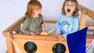 Bei Hochbetten von Billi-Bolli mögen die Kinder vor allem das Spiele-Zubehör.