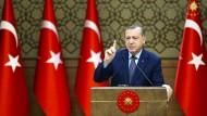 Der türkische Präsident Recep Tayyip Erdogan verrgrault immer mehr ausländische Investoren.