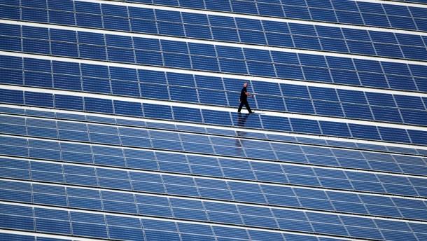 Solaranlage auf Skihalle