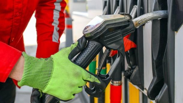 Warum Benzin jetzt fast 25 Prozent teurer ist