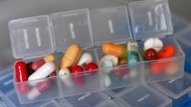 Wer viel für Medikamente zahlen muss, bekommt einen Teil des Geldes gegebenenfalls vom Finanzamt durch die Steuererklärung zurück.