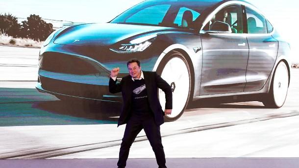 Tesla spaltet die Wall Street