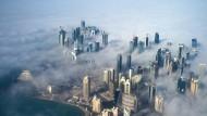 Doha, die Hauptstadt Qatars, im Nebel
