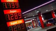 Warum uns das billige Öl nicht mehr Geld spart