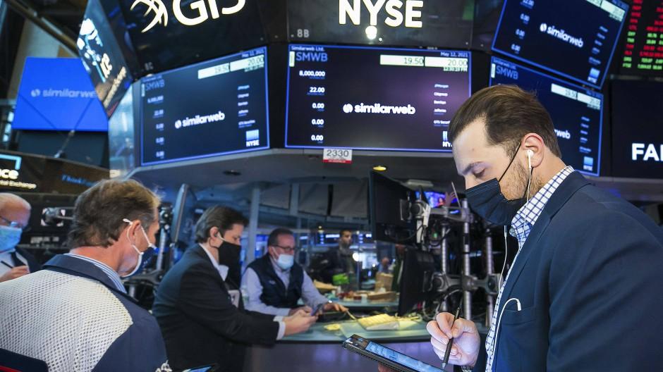 Mit Maske: Händler an der New Yorker Börse