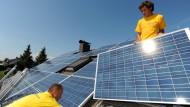 Auch durch die Nutzung regenerativer Energien wie etwa Solarkollektoren auf dem Dach lässt sich die neue Regelung erfüllen.