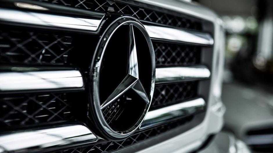 Der Stern soll wieder strahlen: Markenzeichen von Mercedes an einem Kühlergrill