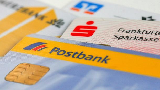 Bankkunden irren weiter durch den Gebühren-Dschungel