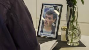 Oppositionspolitiker Nemzow wird beigesetzt