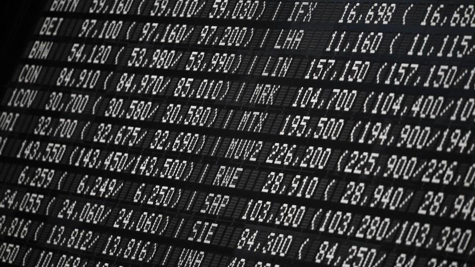 Kurstafel an der Frankfurter Börse: Derivate dienen nicht nur der Spekulation, sondern auch zur Absicherung gegen Kurseinbrüche