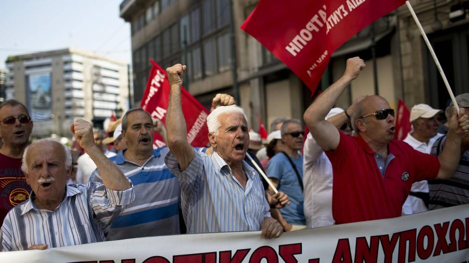 Demonstrierende Rentner in Griechenland