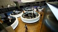 An der Frankfurter Börse kann der Dax sich weiter vom Brexit-Schock erholen.