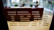 Umbau zehrt an IBM-Geschäft