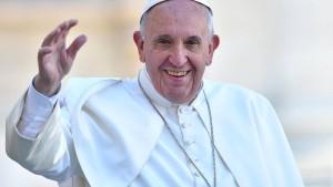 Papst Franziskus erhält  im Vatikan den Karlspreis