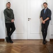 """Sascha Lobo (links) ist Digitalberater. Bekannt wurde er mit dem Buch """"Wir nennen es Arbeit"""", das die digitale Bohème vorstellte. Michael Bohmeyer (rechts) hat die Initiative """"Mein Grundeinkommen"""" gegründet."""