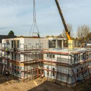 Die Baugesellschaft Vonovia hat kürzlich in Bochum nach eigenen Angaben das erste seriell gefertigte Wohnhaus errichtet.