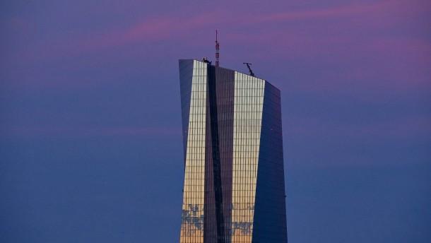 Die EZB lässt die Geldschleusen offen