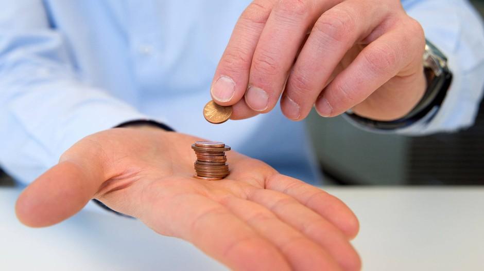 Minimalismus: Aktien-Sparpläne funktionieren schon mit Kleinstbeträgen – so lässt sich das Risiko leicht streuen.